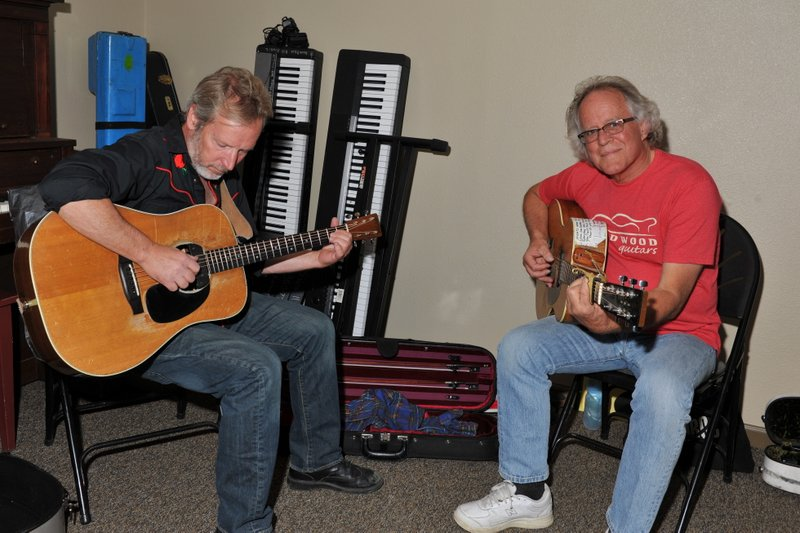 Bruce Hays, Jim Ratts, backstage